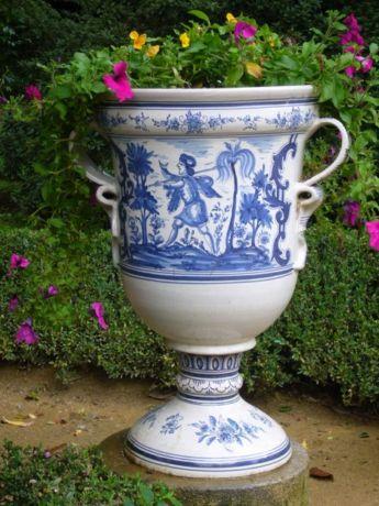 Фото - Керамічна садова ваза - оригінальна квіткарка