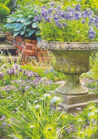 Фото - Кам'яна садова ваза - статусна деталь оформлення
