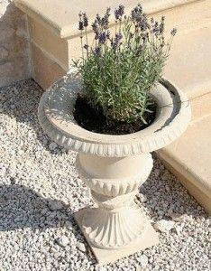 Фото - садові вази з гіпсу в грецькому стилі