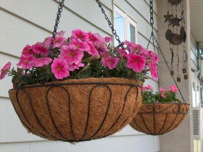 Фото - Підвісні вазони для квітів економлять простір