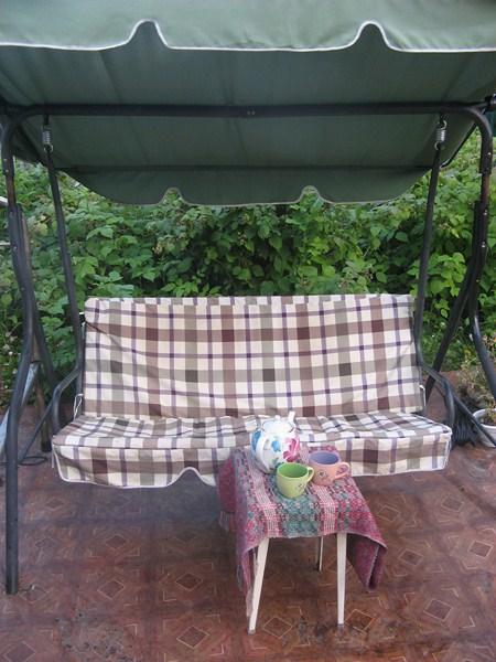 Фото - диван-гойдалка з навісом