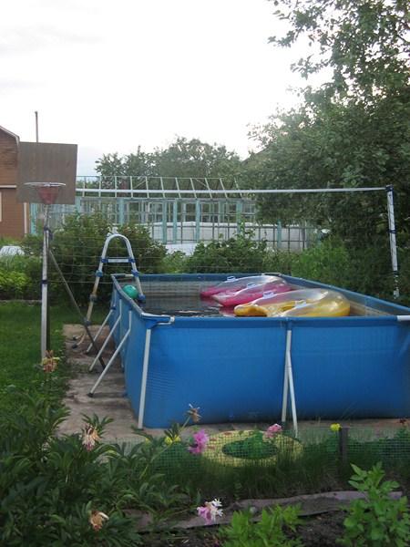 Фото - басейн встановлений в присадибних володіннях
