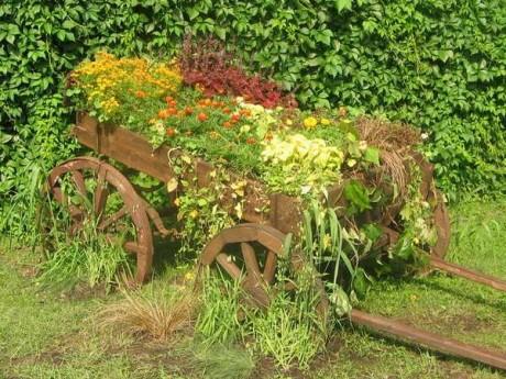 Фото - зелений паркан і ландшафтна композиція