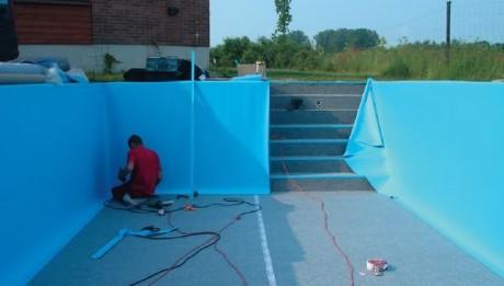 Фото - Обтягування плівкою бетонної чаші басейну