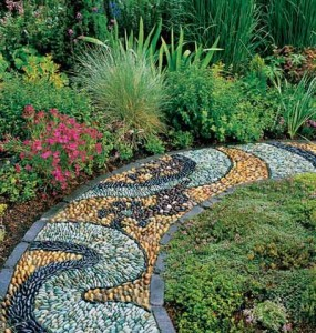 Фото - Мозаїчний бордюр для дачного квітника