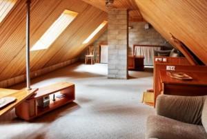 Як зробити затишну кімнату на горищі?
