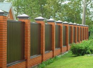 Який краще поставити паркан на дачі?