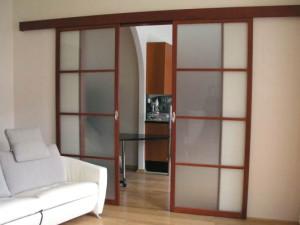 Міжкімнатні розсувні двері: різновиди та особливості установки