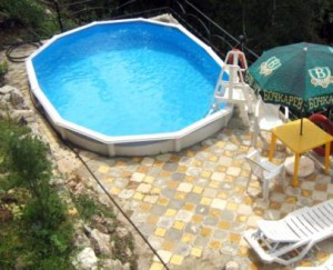 Підбір недорогого басейну для дачі