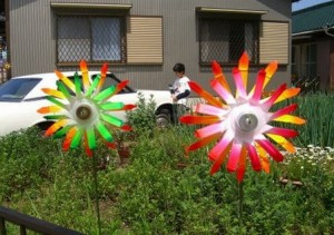 Вироби з пляшок для саду зможе зробити кожен: цікаві ідеї для креативних дачників
