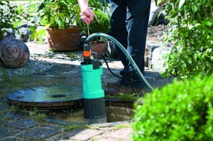 Занурювальні водяні насоси для дачі: як вибрати і самостійно встановити