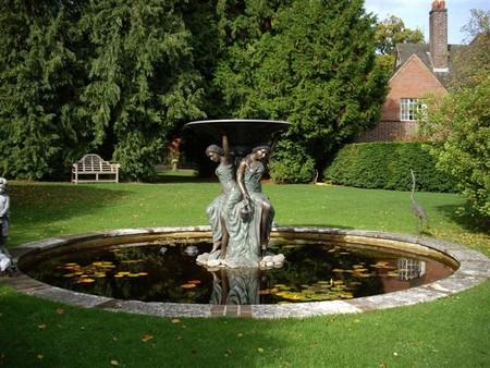 Фото - фонтан з скульптурною групою