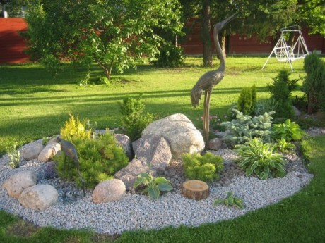 Фото - пейзажна садова скульптура