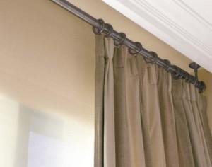 Способи кріплення карнизів для штор до стелі та стін