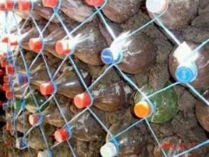 Будуємо паркан з пластикових пляшок