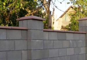 Будівництво паркану на дачі з шлакоблоків