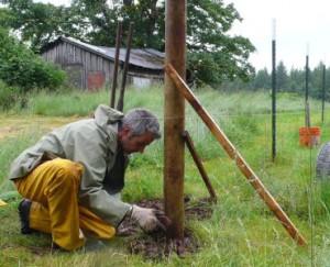 Встановлення стовпів для паркану з різних матеріалів