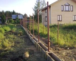 Пристрій і заливка фундаменту під паркан своїми руками