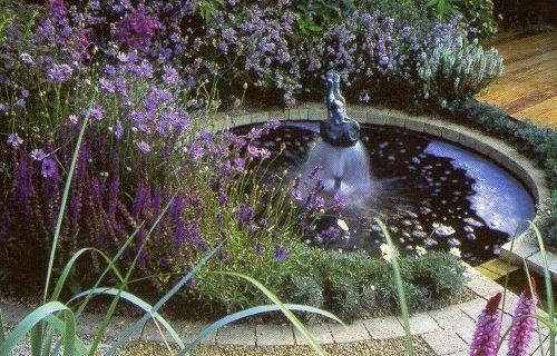 Фото - Садовий фонтан в штучному водоймищі