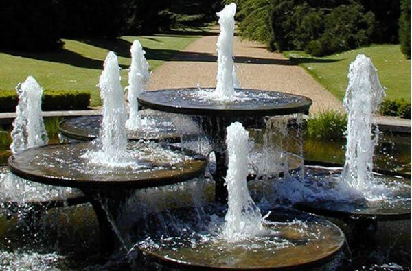 Фото - Декоративний фонтан з насадками для формування напрямку струменів