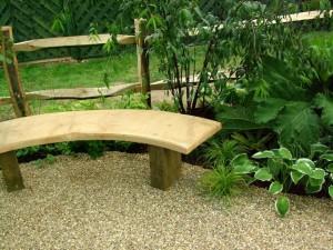 Фото - Квадратна дерев'яна лавка для саду