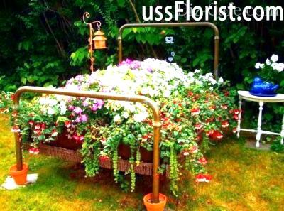 Ліжко з квітами – фото