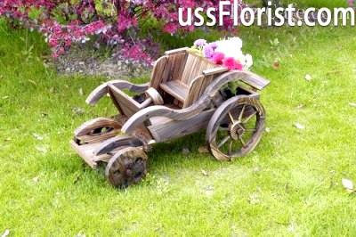 Ретро автомобіль з дерева – фото