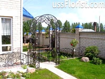 Арки можуть скласти входом з внутрішнього дворика в сад – фото