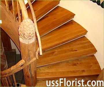 Красиві сходи з дерева для дому та дачі
