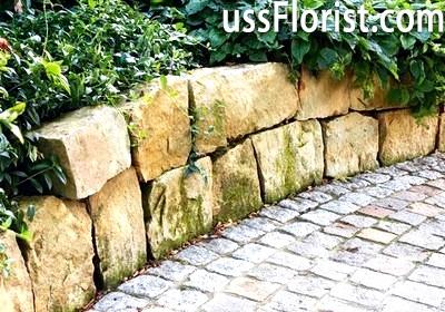 Колодязь, збудований з бетонних кілець – фото