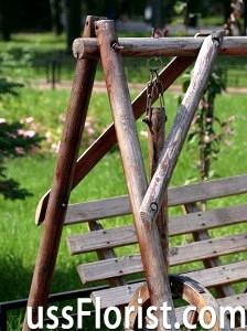 Садові гойдалки з дерева